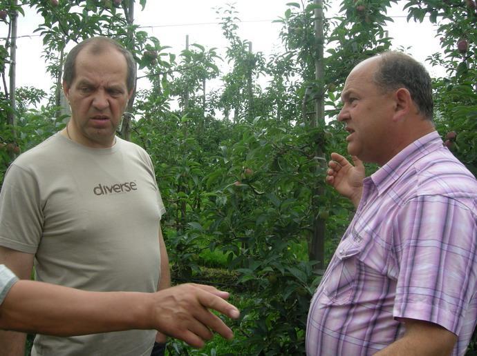 Ришард Новаковский (фирма «ARNO», Польша) и Муханин И.В. АСП РУС в саду Новаковского